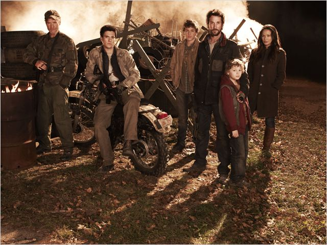 Falling Skies : Photo Connor Jessup, Drew Roy, Maxim Knight, Moon Bloodgood, Noah Wyle