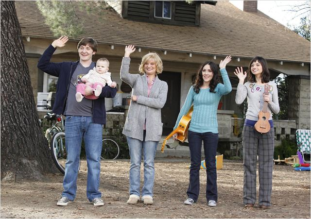 Raising Hope : photo Lucas Neff, Martha Plimpton, Shannon Woodward