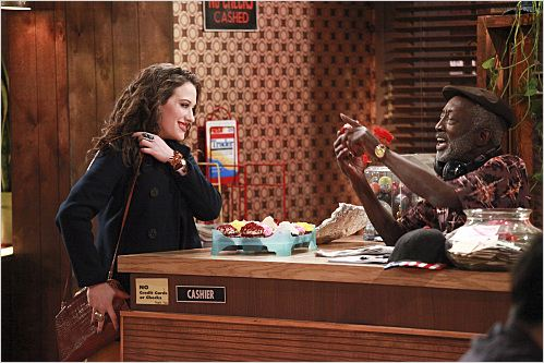 2 Broke Girls : photo Garrett Morris, Kat Dennings