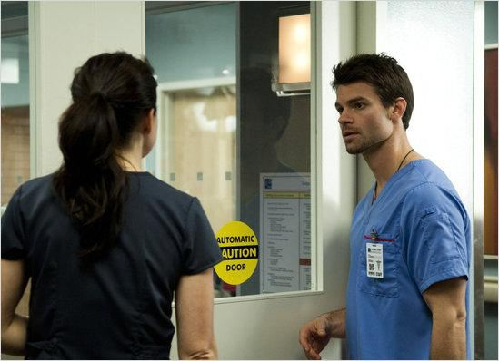 Saving Hope : photo Daniel Gillies, Erica Durance