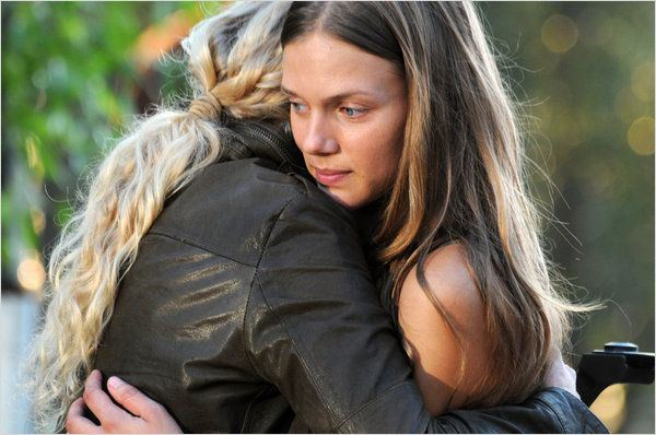 Photo Anna Lise Phillips, Tracy Spiridakos