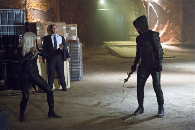 Arrow : photo Kelly Hu, Stephen Amell, Ty Olsson