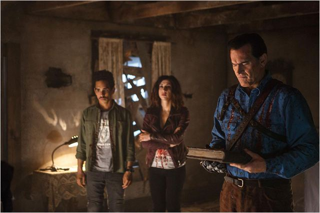 Photo Bruce Campbell, Dana DeLorenzo, Ray Santiago