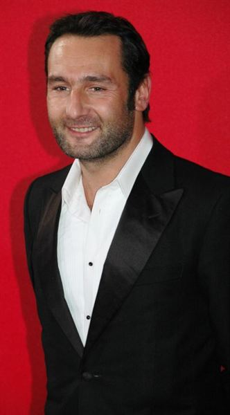 Gilles lellouche gilles lellouche movies for Dujardin height
