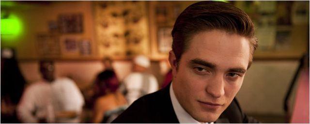 Robert Pattinson sur la piste de Saddam Hussein