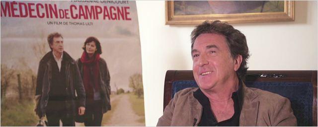 """Médecin de campagne : """"on sort de la salle avec le sourire"""" selon Thomas Lilti, François Cluzet et Marianne Denicourt"""