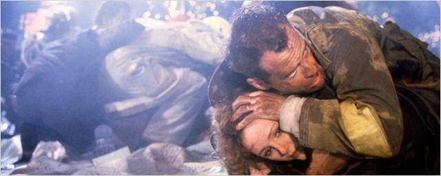 """Piège de cristal ce soir sur W9 : Stallone pressenti, immeuble de tournage, un """"Commando 2"""" à l'origine... Tout sur le film !"""