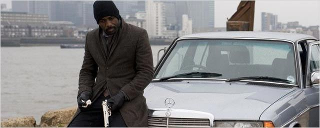 La Tour Sombre : Idris Elba sort son flingue sur les nouvelles photos