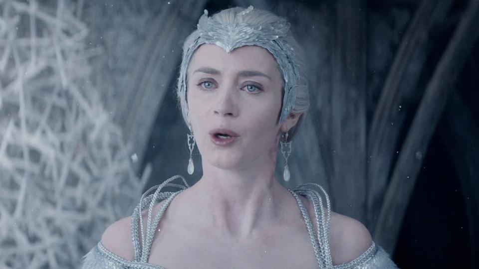 Extrait du film le chasseur et la reine des glaces le chasseur et la reine des glaces - Robe reine des glaces ...