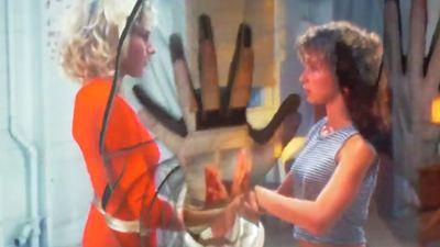 Dirty Dancing, La Cité de la peur... Yelle rend hommage aux films des années 80-90 dans son nouveau clip
