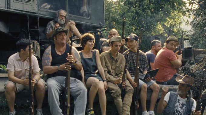Photo du film « Peu m'importe si l'Histoire nous considère comme des barbares »