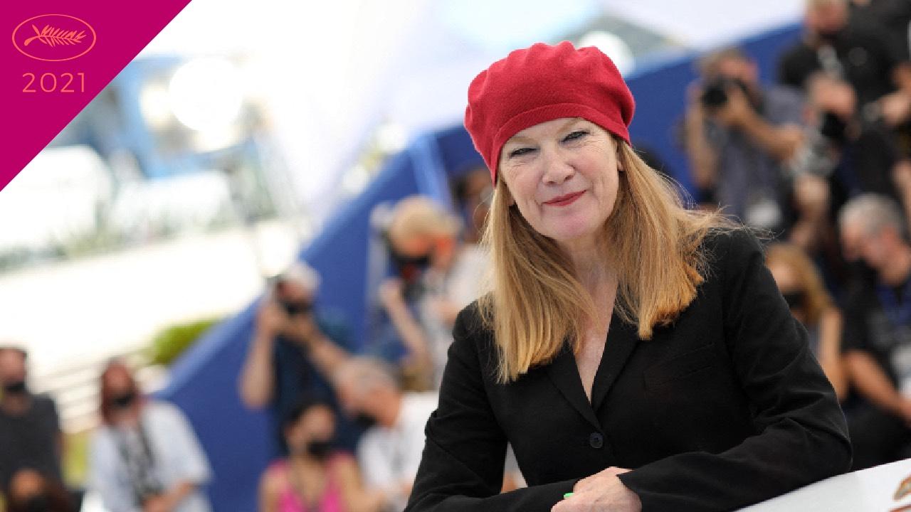 """Cannes 2021 – Andrea Arnold : """"Cow est venu d'un désir de me reconnecter à la nature"""" – Actus Ciné"""