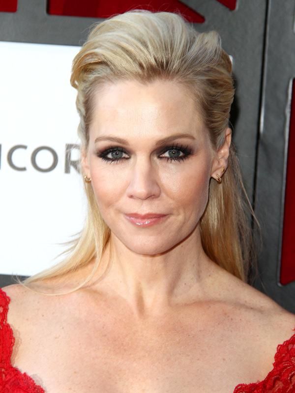 JENNIE GARTH at Beverly Hills 90210 Peach Pit Pop-up in