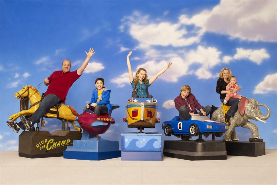 Bonne Chance Charlie : Photo Bradley Steven Perry, Bridgit Mendler, Eric Allan Kramer, Jason Dolley, Leigh-Allyn Baker