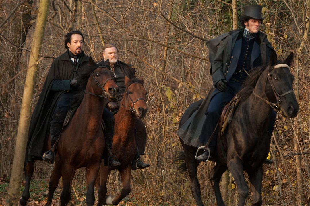 L'Ombre du mal: John Cusack, Luke Evans