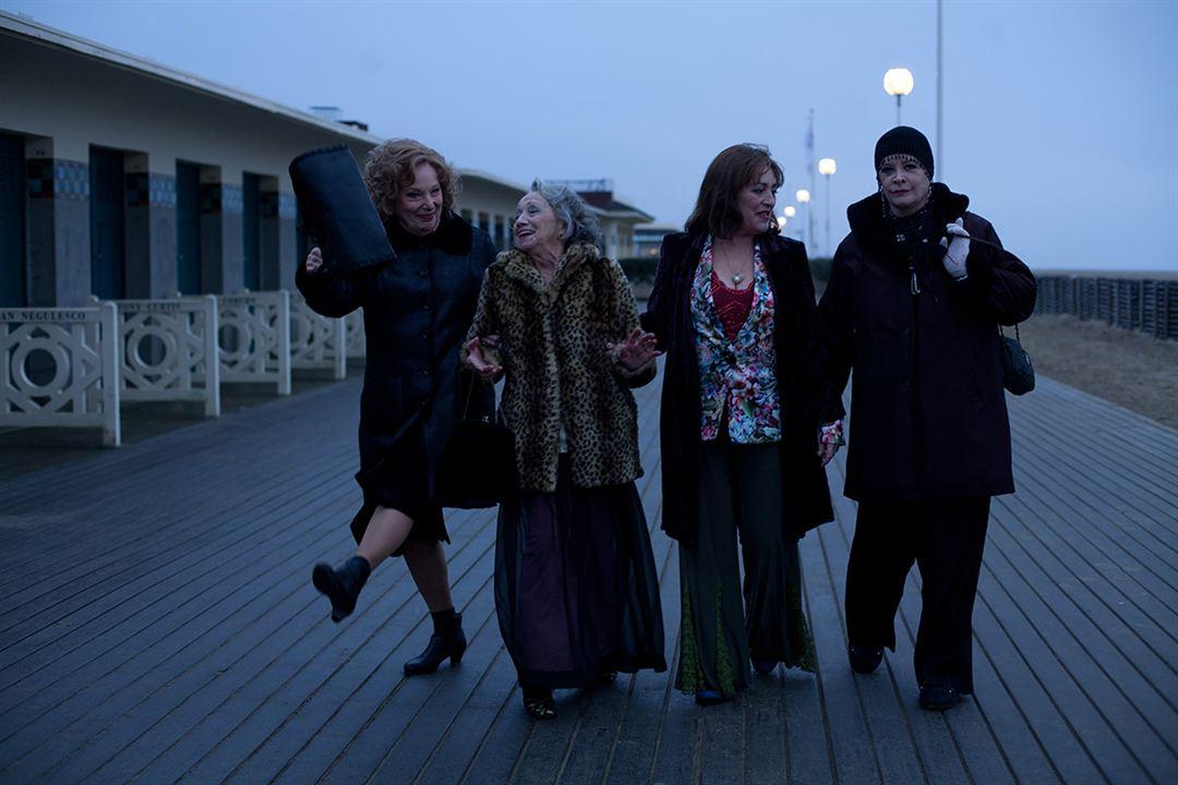 Bernadette Lafont, Francoise Bertin, Carmen Maura & Dominique Lavanant
