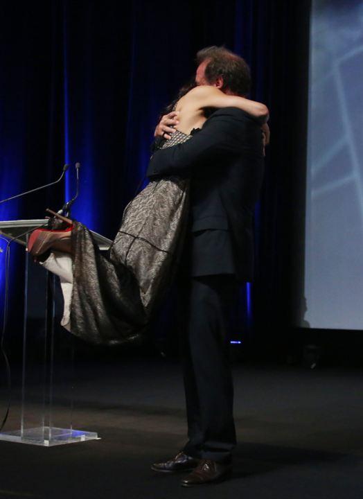 Michelle Rodriguez saute dans les bras de Vincent Lindon