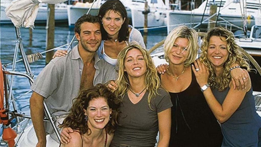 Nicolas entouré de Jeanne, Johanna, Hélène, Laly et Bénédicte