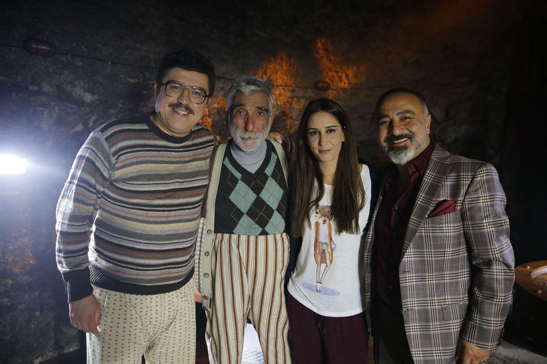 Küçük Esnaf : Photo Cengiz Bozkurt, Cezmi Baskin, Ibrahim Büyükak, Zeynep Koçak