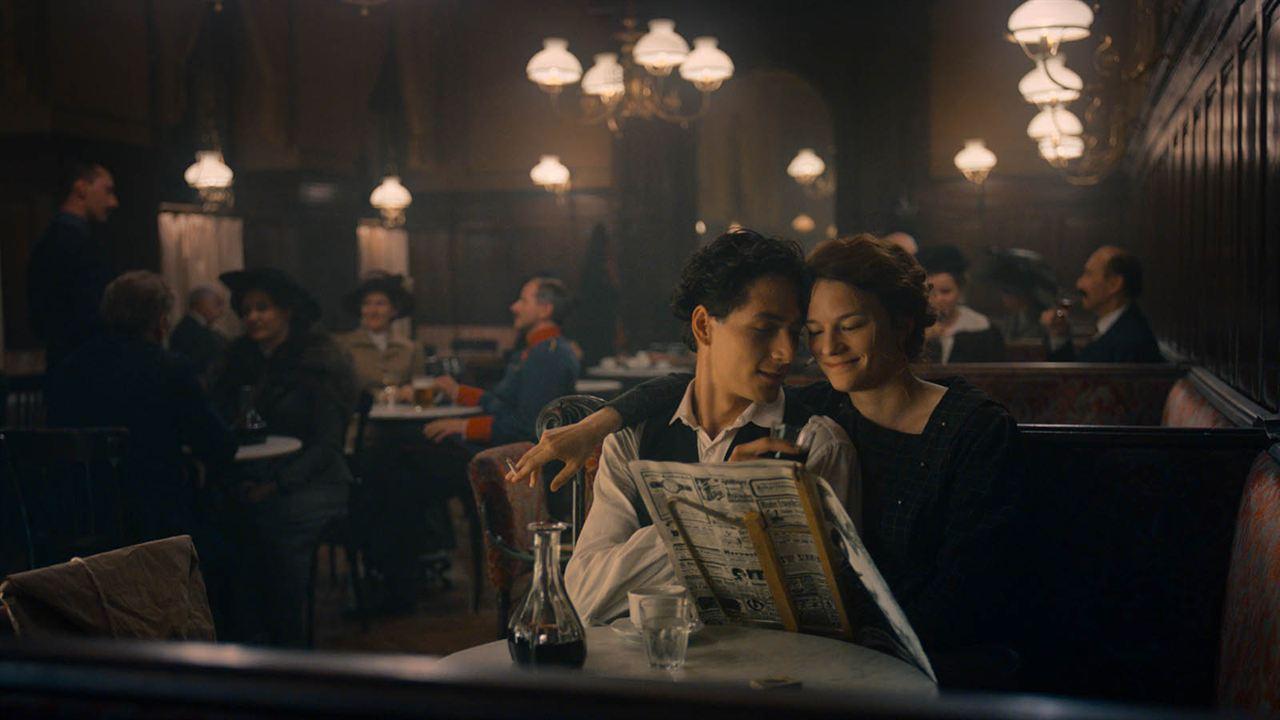 Egon Schiele: Valerie Pachner, Noah Saavedra