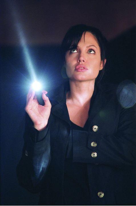 Taking lives, destins violés: Angelina Jolie