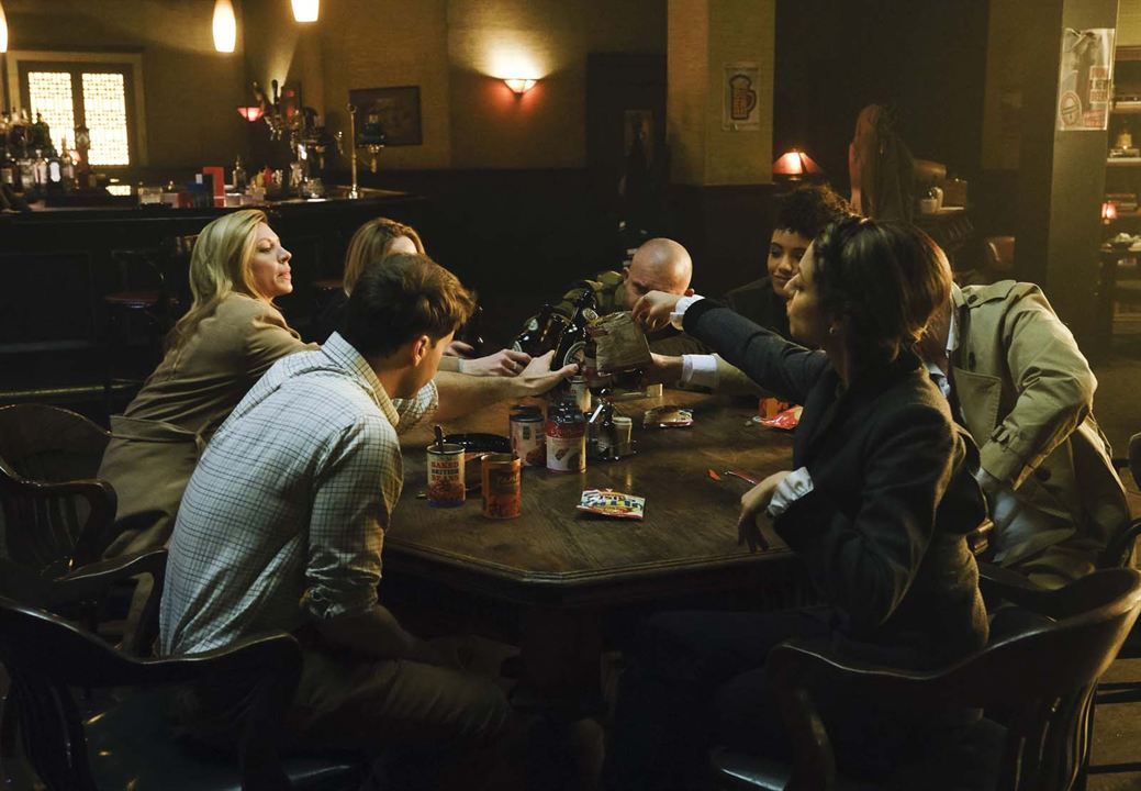 Photo Caity Lotz, Dominic Purcell, Jes Macallan, Maisie Richardson-Sellers, Matt Ryan