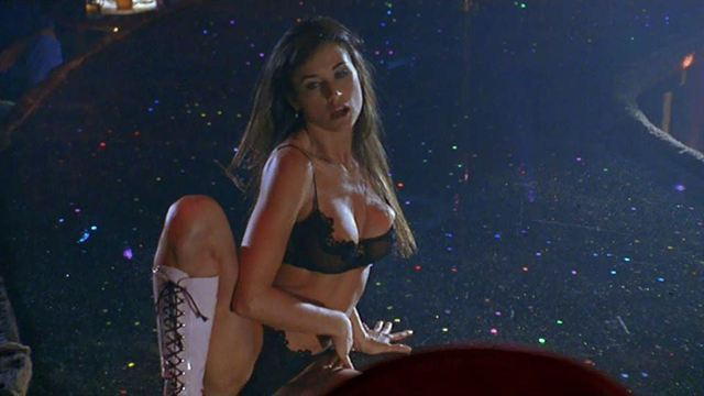 Striptease Bande-annonce VO